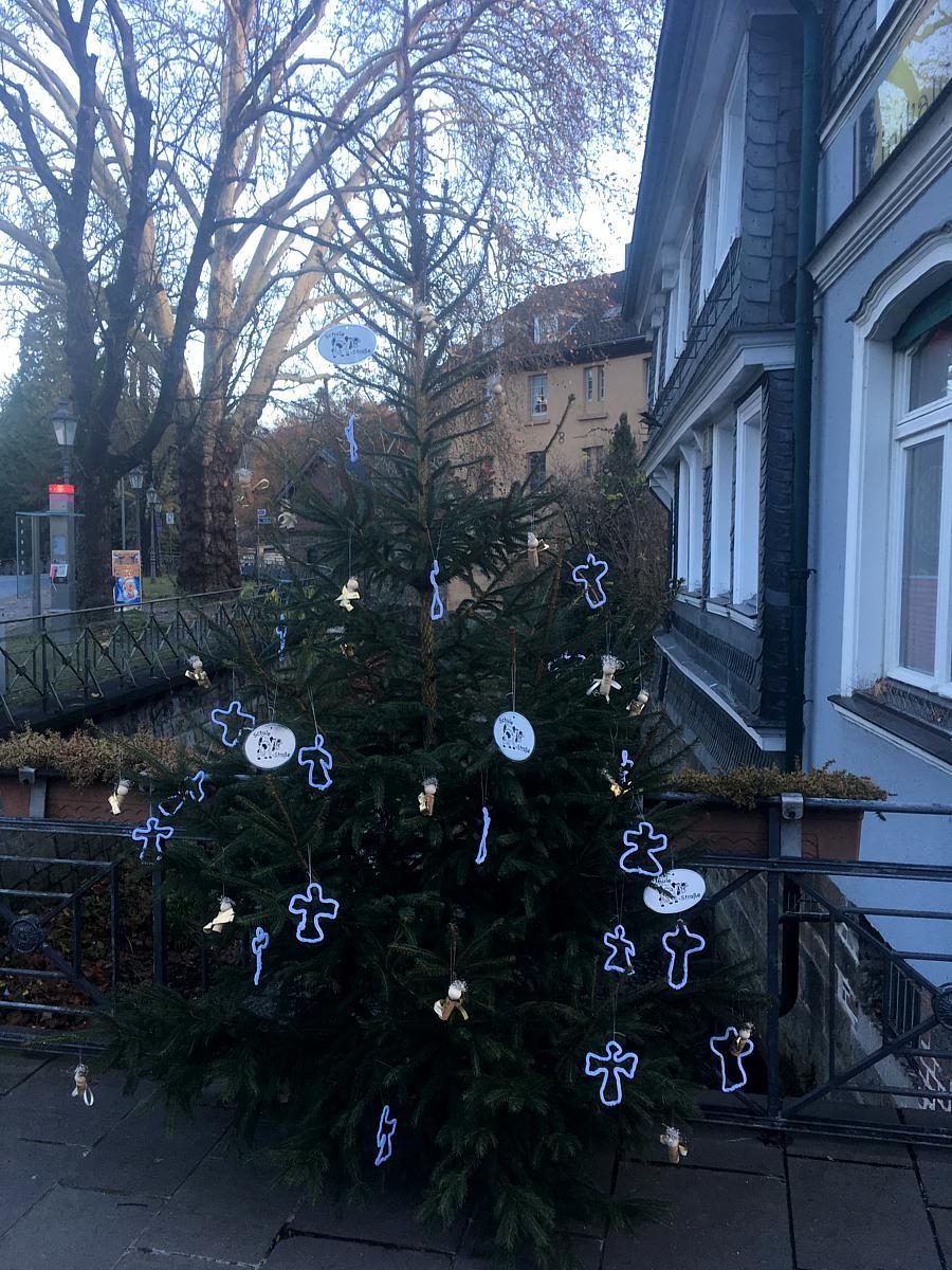 Weihnachtsbaum bei der Sparkasse Langenberg