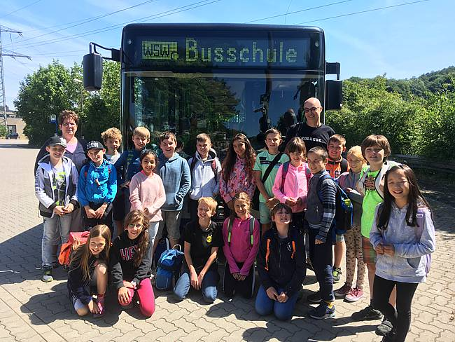 Besuch der Klasse 4 in der Busschule